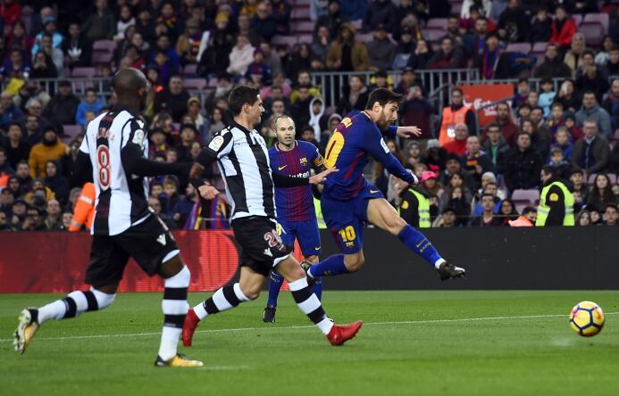 En fotos: Messi comanda la fiesta del Barcelona gettyimages-902226028.jpg