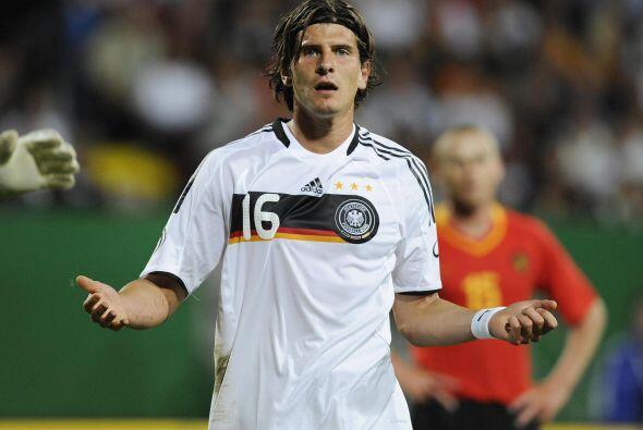 Mario Gómez, delantero de Alemania en 2006, no canta el himno nacional e...