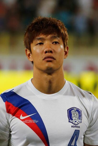 Hong Jeong-Ho.- Con solo 24 años de edad, este defensa del Ausburg de Al...