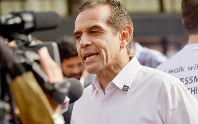 El exalcalde de Los Ángeles Antonio Villaraigosa es uno de los ca...