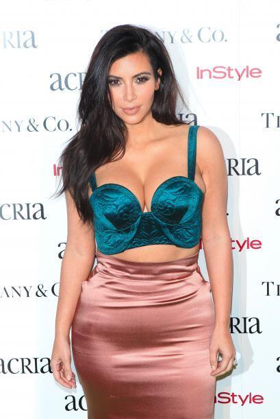 Kim Kardashian llegó partiendo plaza a la fiesta anual ACRIA Holi...