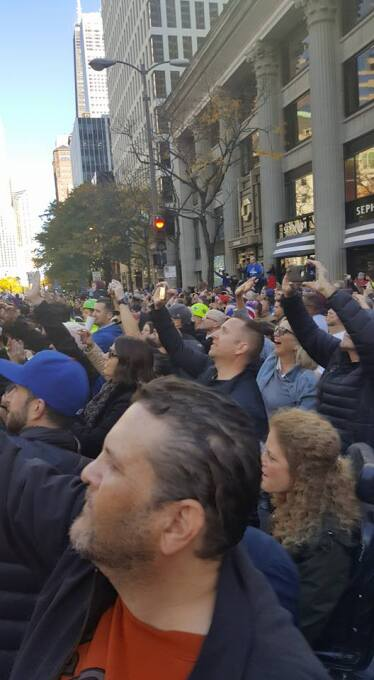 Miles de fanáticos salieron a la Milla Magnífica para ser parte del hist...