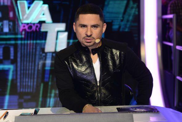 Larry Hernández, con una mirada irresistible.