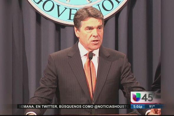 El gobernador Rick Perry le dio la bienvenida a la navidad con su decisi...