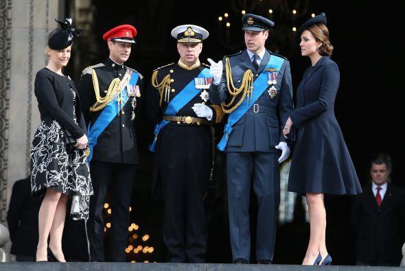 Varios integrantes de la familia real se juntaron para honrar a los mili...