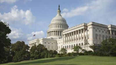 Representantes republicanos aprobaron una enmienda que bloquearía los be...