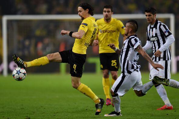 Comenzando el segundo tiempo el Borussia Dortmund intentó atacar con may...