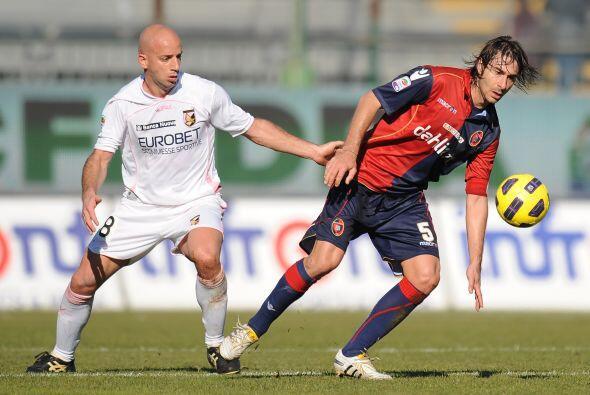 El duelo que abrió la jornada dominical fue el Cagliari ante Palermo.