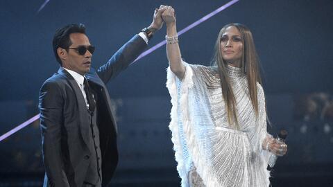 """Marc Anthony y Jennifer López interpretan """"Olvídame y pega la vuelta"""" en..."""