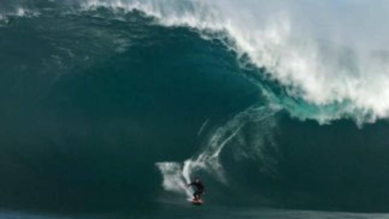 Mañana se premia a los surfistas que montaron las olas más grandes (y te...