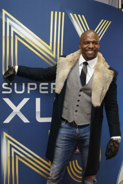 El fortachón actor Terry Crews llegando a la alfombre roja del Super Bow...