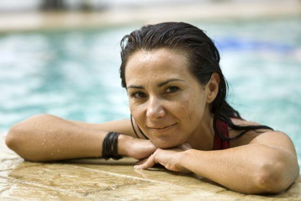 Biotina. Si eres de las que pasan mucho tiempo en la piscina o el mar, p...