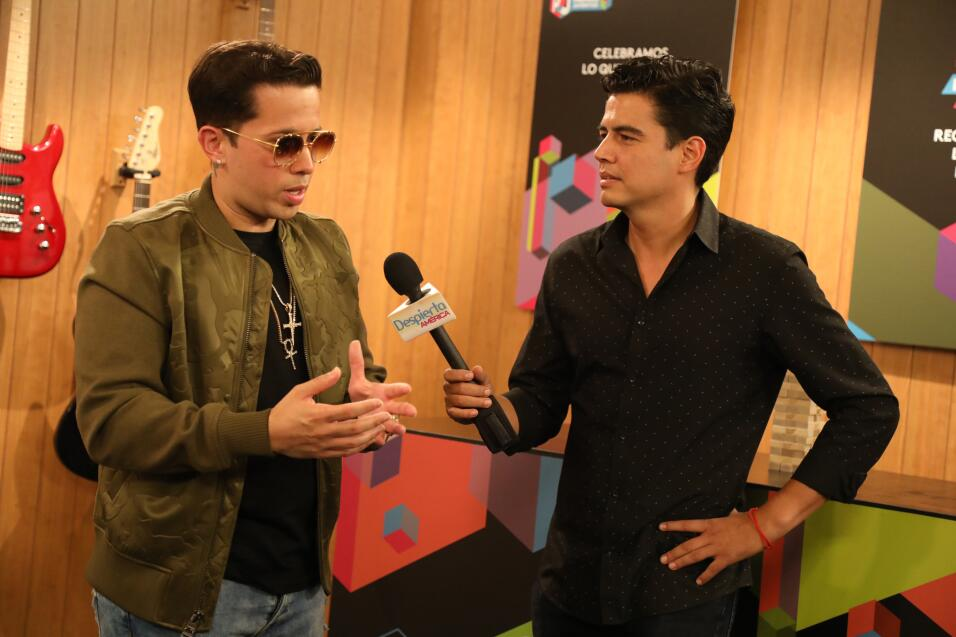 Famosos en el set digital de Premios Juventud.