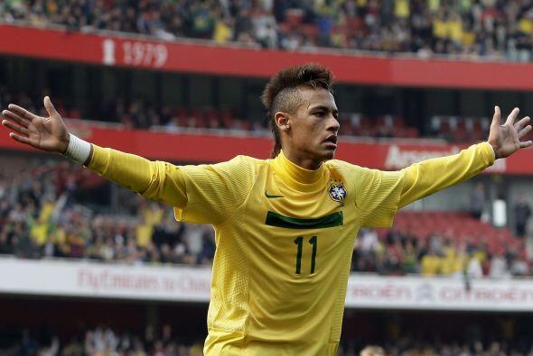 Neymar es la gran figura del equipo. Sus toques y 'piruetas' dentro de l...