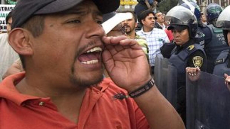Cansados de la delincuencia de las zonas en que viven, algunos mexicanos...