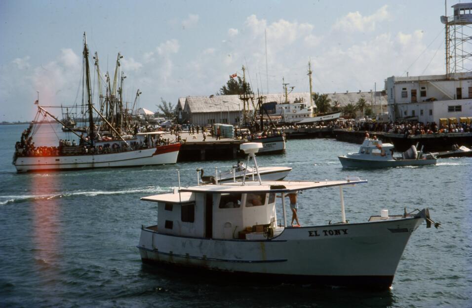 Varios botes llenos de asilados cubanos arriban a Key West, Florida, des...