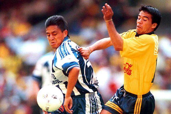 El segundo duelo en el Azteca se daría en el Verano del 2000, en ésta oc...