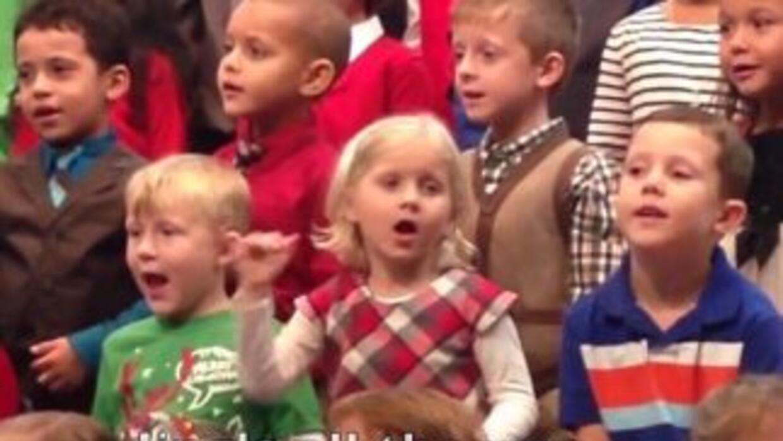 Claire Kock es una niña de cinco años que durante el festival navideño d...