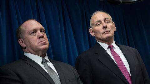 El director de ICE, Thomas Homan, junto al secretario de DHS, John Kelly.