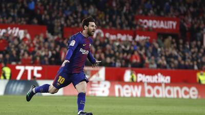 En fotos: Messi rescata a un Barcelona de récord