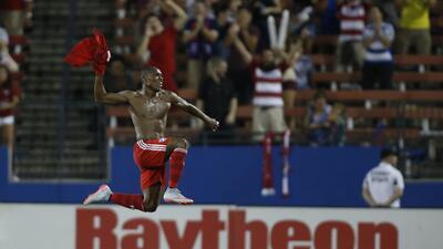 Fabián Castillo celebra su gol de último minuto