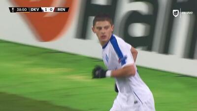 Tiro desviado de Vitaliy Mykolenko