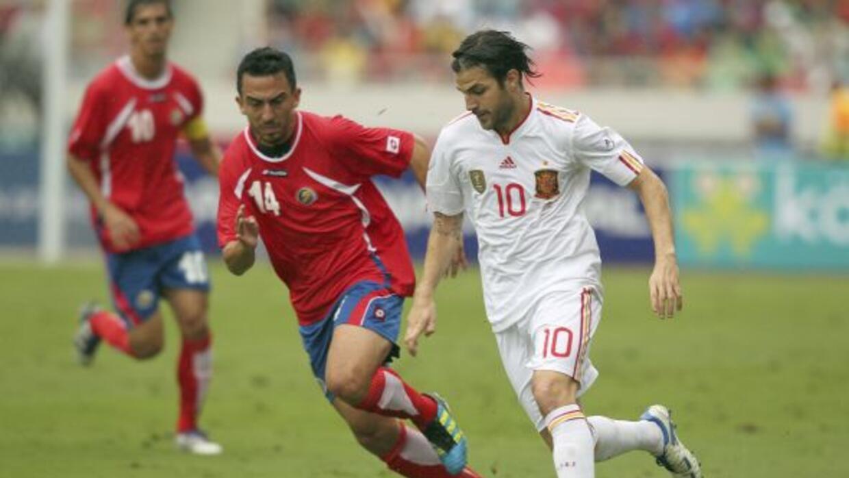 Cesc Fábregas ya enfrentó con España a los ticos en 2011.