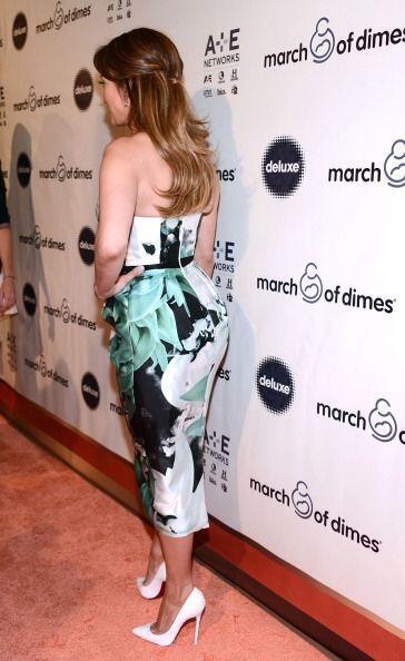 Y es que como culpar a los fotógrafos, pues JLo con ese vestido resaltó...