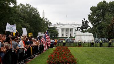 Así fue la jornada de protestas de supremacistas blancos y contramanifestantes en Washington