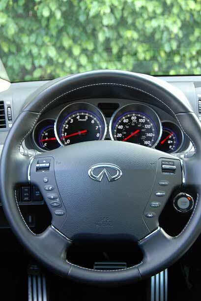 El volante permite utilizar todas las funciones de audio y control cruce...