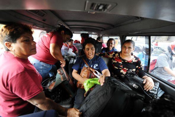 El grupo de 11 madres y 2 padres de hondureños entró el do...