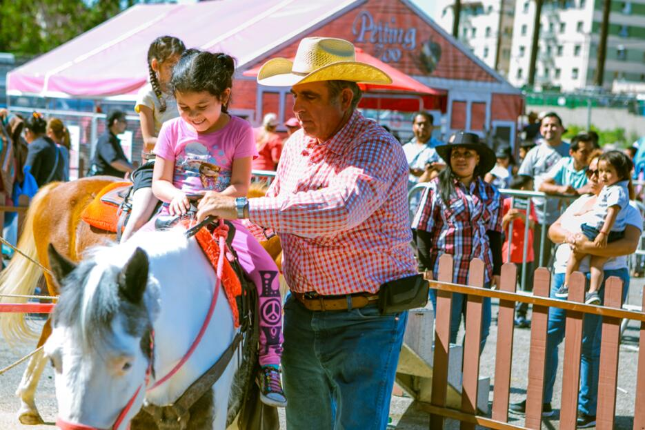 Centenares de familias acudieron a la Feria de los Niños que se festejó...