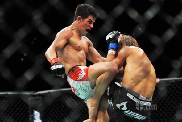 El gladiador de origen mexicano, venció por decisión unánime luego de ci...