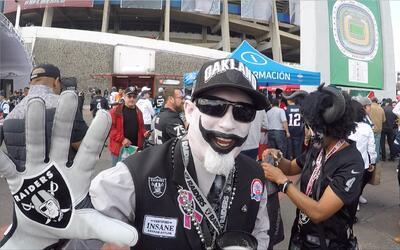 Los fanáticos de negro y plata se vistieron con sus mejores galas.