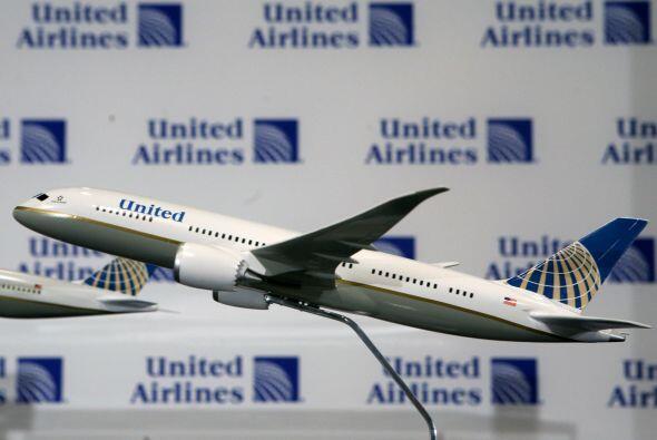 UNITED CONTINENTAL- La línea aérea estadounidense registró ganancias anu...