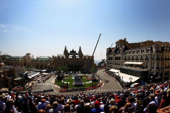 La curva del Casino de Mónaco es un punto que se debe visitar por lo men...