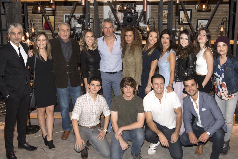 El elenco de 'Me declaro culpable' celebra misa por inicio de grabaciones