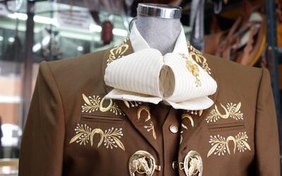 Conoce el verdadero traje de charro mexicano al mejor estilo Vicente Fer...