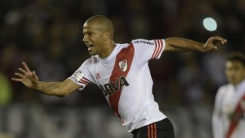 Carlos Sánchez celebra el gol de la victoria.