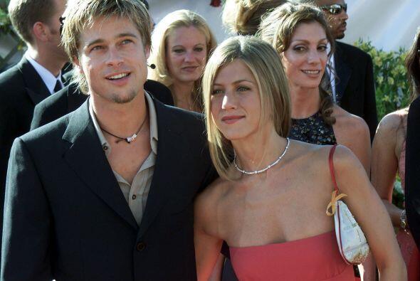 En septiembre de 2000, acompañó a Jen a la entrega de los Emmy, cuando e...