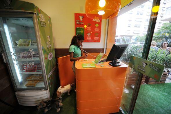 Los exigentes clientes cuidan su salud ya que la comida es cien por cien...