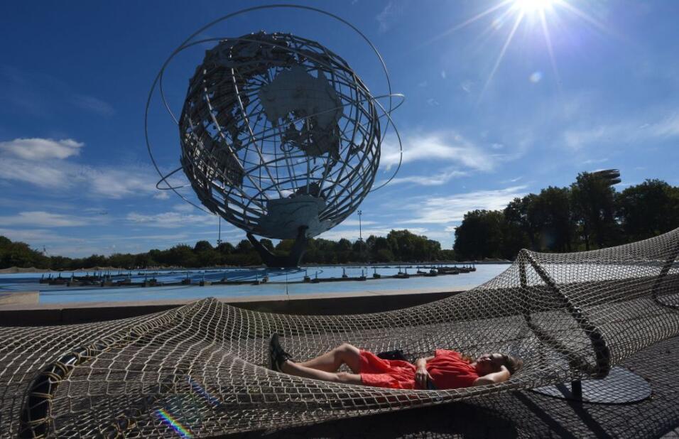 Así es la pieza por el Unisphere, en el parque Flushing Meadows C...