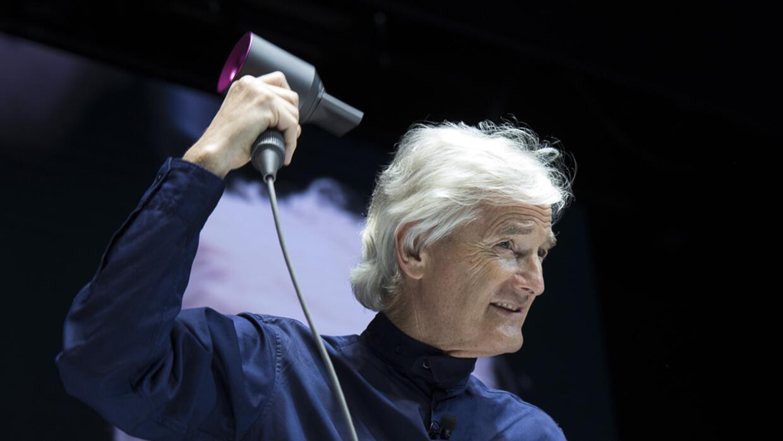 James Dyson retó a sus ingenieros a  comprender  la ciencia del pelo.