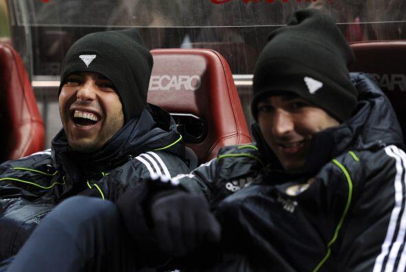 Kaká y Karim Benzema reían en la banca al no ser titulares.