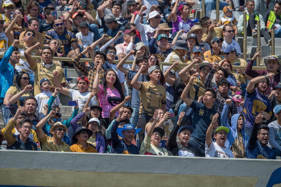 Oribe Peralta le dedicó emotivo mensaje a Diego Lainez 004 Afición Puma.jpg
