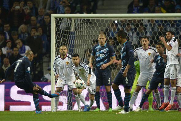 Brahimi abriría el marcador con un gol de tiro libre en el minuto 14.