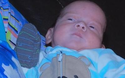 Bebé que sobrevivió en el vientre de su madre en coma sale del hospital