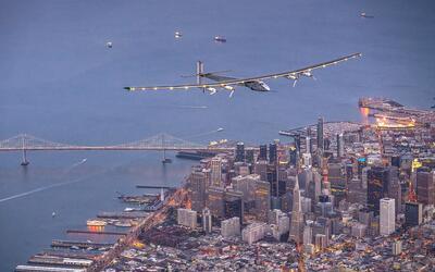 """El avión alimentado por energía solar """"Solar Impulse 2"""" vo..."""