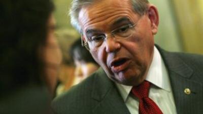 El senador demócrata estadounidense Bob Menéndez lanzó duras críticas a...