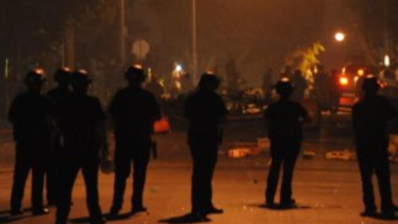 La policía mantiene la vigilia en la zona donde un inmigrante fue matado...